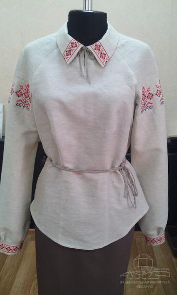 Женская рубашка с вышивкой в традиционном стиле