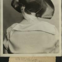 """Фотография модели, демонстрирующей шляпку """"The Cathedral Crown"""" от Агнес."""