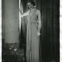 Фотография модели в платье &quot;Gythese&quot; от Галло (Gallor).<br /><br /> Фотография модели в платье &quot;Gythese&quot; от Галло (Gallor), вид сзади