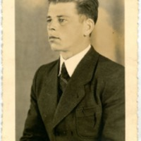 Фотооткрытка с неизвестным мужчиной [Влас] в костюме