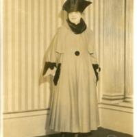 """Фотография модели в выдровом пальто """"Broussiloff"""" (""""Брусилов"""") от  Жозефа Пакена"""