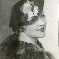 Фотография модели в вуалевой шляпке