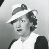 Фотография модели в шляпке от Луи Бурбона (Louise Bourbon).