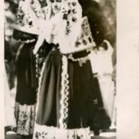 Фотография цыганок в традиционных платьях